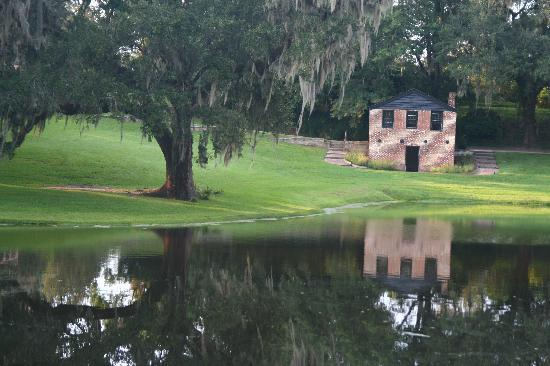 Inn at Middleton Place: Only a 5 minute walk from the inn