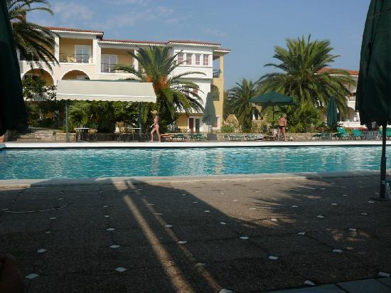 Aristoteles Beach Hotel: The pool and some of the housings