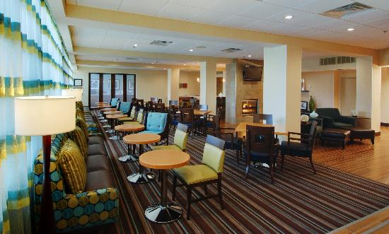 ‪هامبتون إن وايت بلينس: Hampton Inn White Plains - Breakfast Area‬