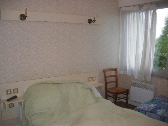 Le Pommeray: Une chambre vieillote et lugubre