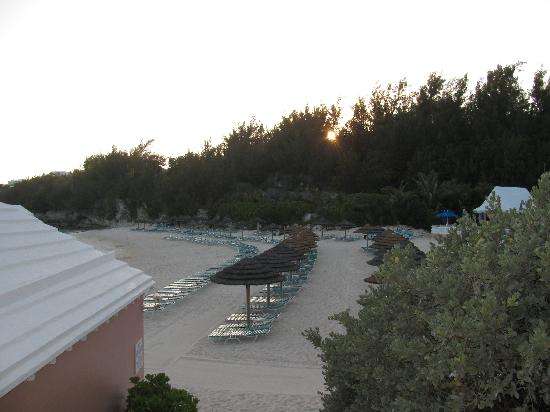 Fairmont Southampton: The beach at sunset