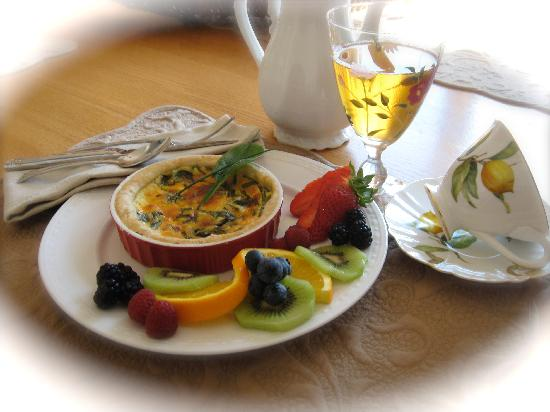 Gray Gables Bed and Breakfast: Breakfast Quiche
