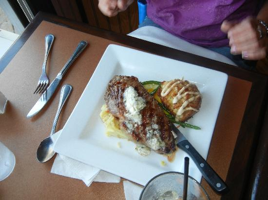 The Pig + Fish : Steak and Crabcake