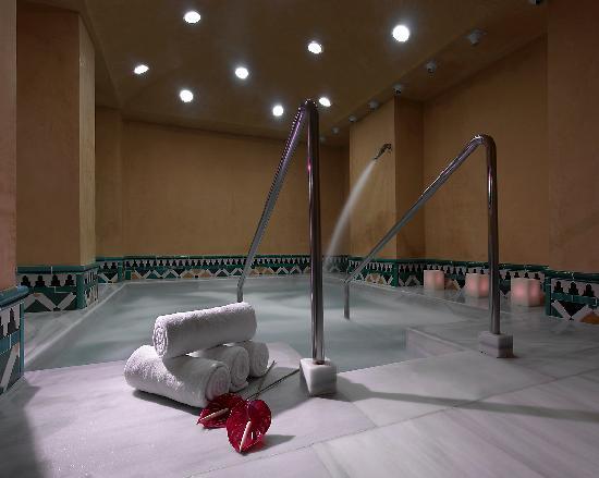 Sal n junior suite fotograf a de hotel macia real de la - Hotel macia real de la alhambra banos arabes ...