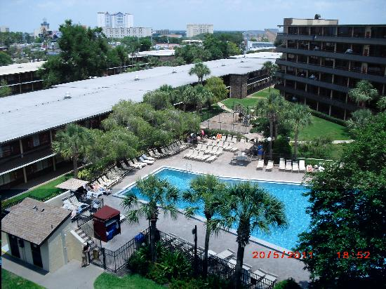 Rosen Inn International: View from top floor of swimming pool