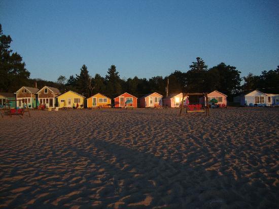 Mai Tiki Resort: Brightly Colored Cabins
