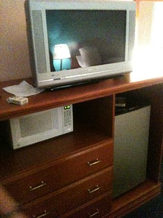 Quality Inn and Suites: Microwave, Fridge, TV