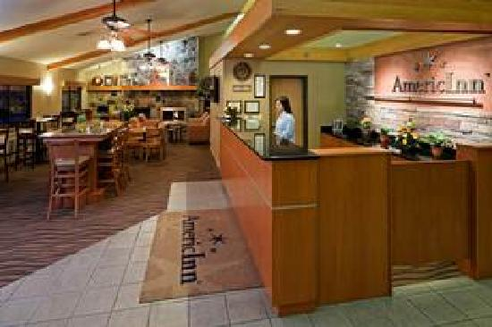 AmericInn Lodge & Suites Worthington: Lobby