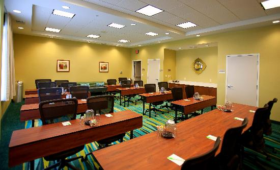 SpringHill Suites Tampa North/I-75 Tampa Palms: Our Buccaneer Meeting Room.