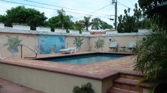 Banyan House Vacation Rentals: Pool