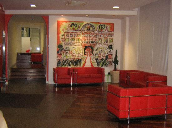 I divani rossi foto di hotel villa marina rimini for Divani rossi