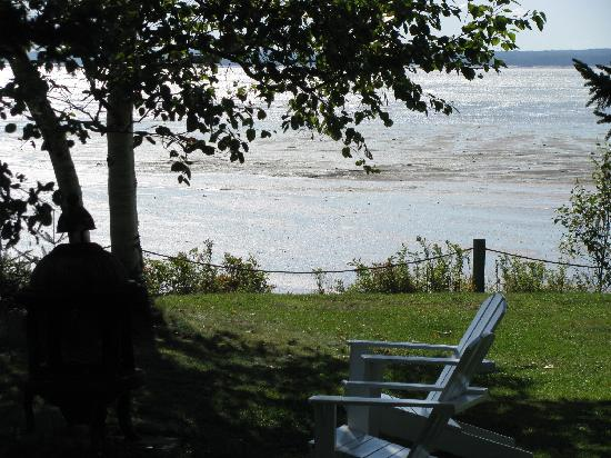 Four Seasons Retreat: Pull up a chair and relax by the shore and a fire