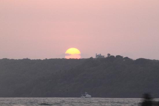 กัวมาริออทรีสอร์ทแอนด์สปา: Sunset