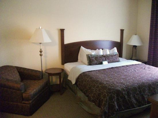 Staybridge Suites Harrisburg : Master bedroom