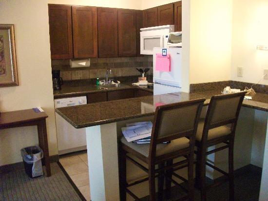 Staybridge Suites Harrisburg : Kitchen area