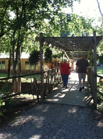 Ardmore, TN : Cross the bridge to the Restaurant