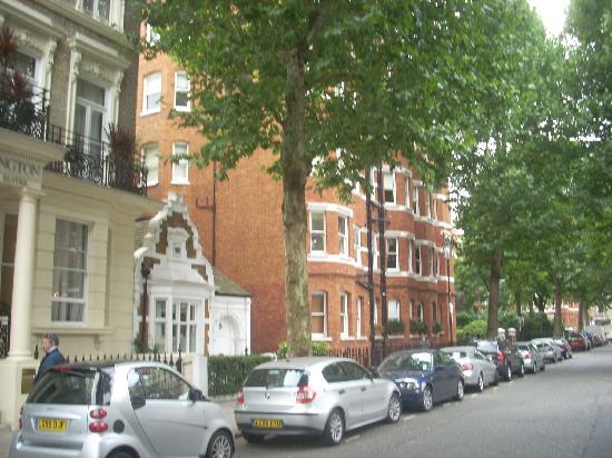 Lord Kensington Hotel: immagine esterna dell'hotel e delle costruzioni limitrofe