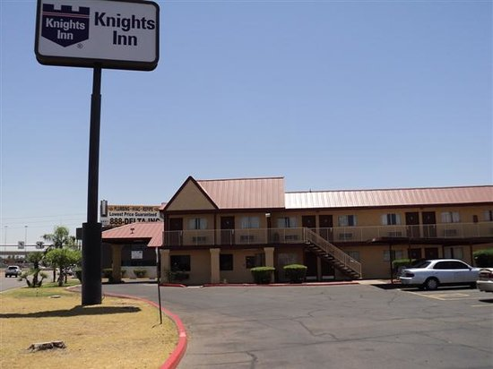 Knights Inn Fairground-Phoenix: Drive view