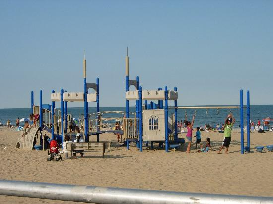Hilton Virginia Beach Oceanfront: Great ocean front playground for the kids