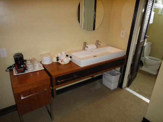 Inn At East Beach: Double sink, nice touch