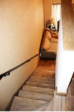 Manoir Saint-Sauveur : mezzanine stairs