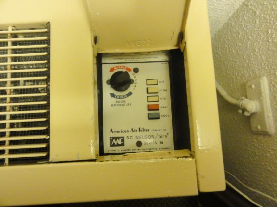 Hotel La Sagueneenne : Deafening air conditioner !!!