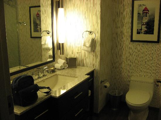 Six South St Hotel: my bathroom