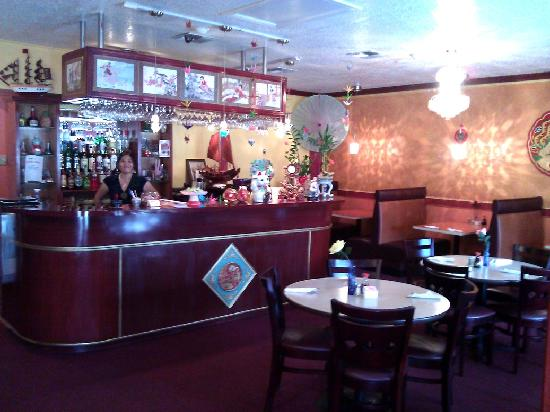 Wong's Eighth Wonder Kitchen: Interior (this is just the bar side)