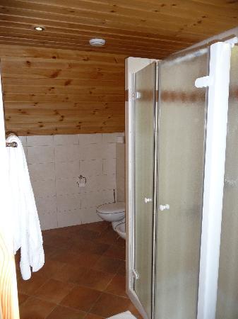 """การ์นี โฮเต็ล """"เบิร์ก"""": Bathroom"""