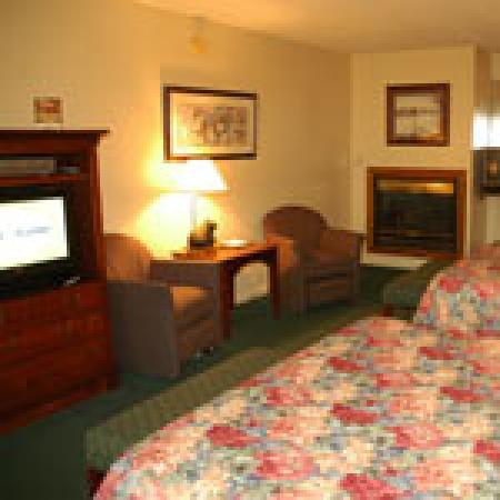 Johnson's Inn : Deluxe room with 2 queen beds