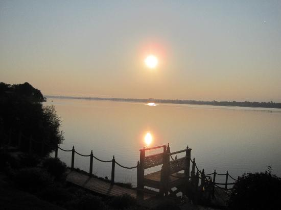 Dewar's Inn on the River: sunrise view over the st lawrence river from the efficiency rooms
