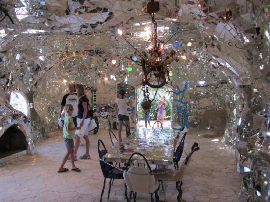 Giardino dei Tarocchi La casa di specchi