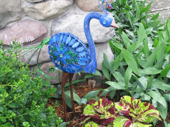 Pine Bush House Bed & Breakfast: loved the peacock ornament in the garden