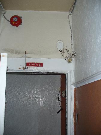 Montreal Backpackers Globetrotter Hostel: accès à l'escalier - dernier niveau