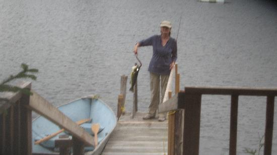 Wildwood Bed & Breakfast: Joan & Bass at lake