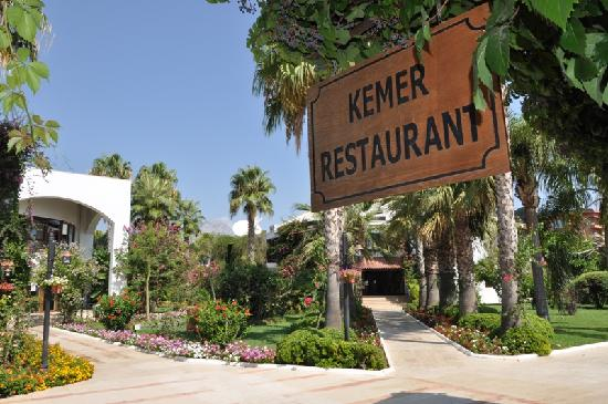 Simena Sun Club : one of many restaurants