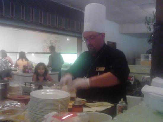 Palm Aire Hotel & Suites : COOKING UP SOME PANCAKES