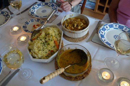 Tabla Authentic Indian Restaurant: Dinner is served