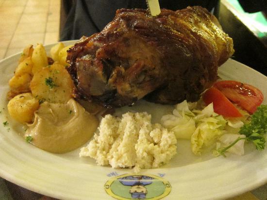 Restaurace U Svejka: Delicious pork knuckle
