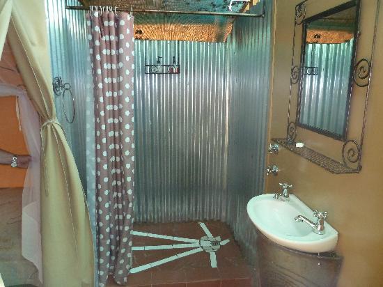 Maramba River Lodge: Safari tent bathroom