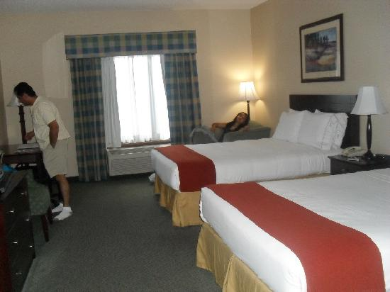 Holiday Inn Express South: 2 double beds