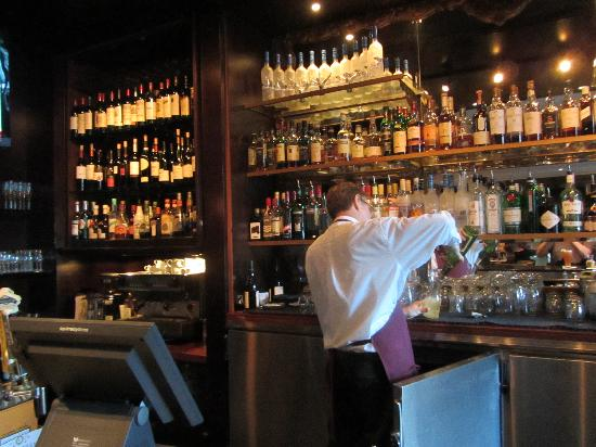 Wedgewood Hotel & Spa: Danny the bartender in the Bacchus Lounge