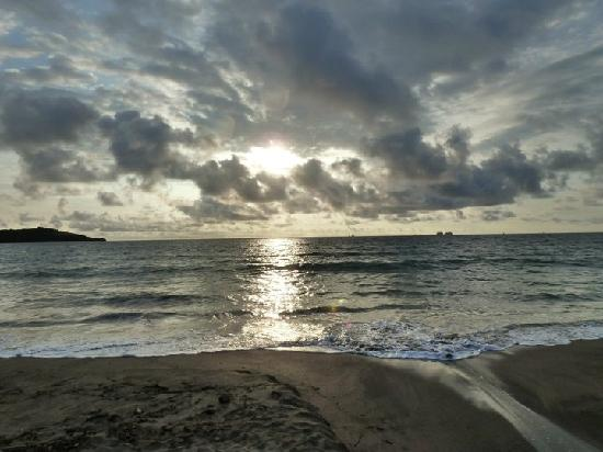 Don Brasilitos: Enjoy sunsets like this right from the bar