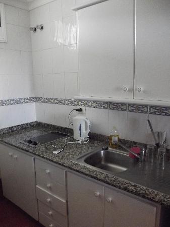 Apartamentos Dorotea: kitchen