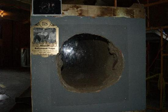 Mansfield, OH: Movie prop: The hole Andy climbed through from his cell