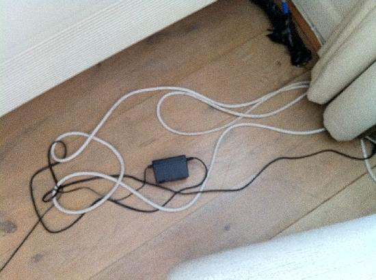 20 Hertford Street: Trailing cables around the living room floor