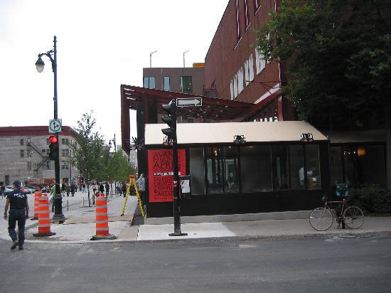 coin st urbain et ste catherine picture of cafe du nouveau monde montreal tripadvisor. Black Bedroom Furniture Sets. Home Design Ideas