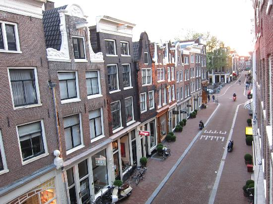 Maes B & B: The view of Herenstraat from our apartment