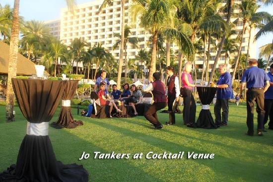 Sofitel Philippine Plaza Manila: Jo Tankers family during cocktail at the seawall