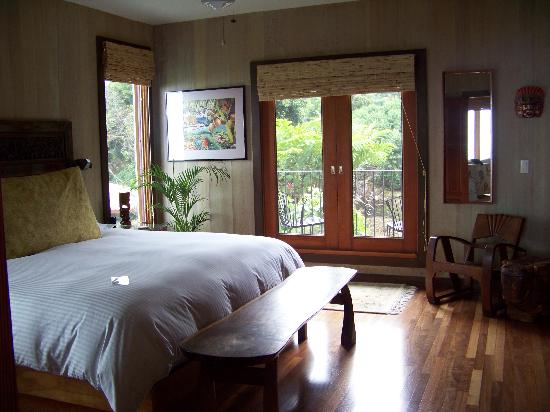 Holualoa Inn: Gardenia Suite. Balcony with garden view.